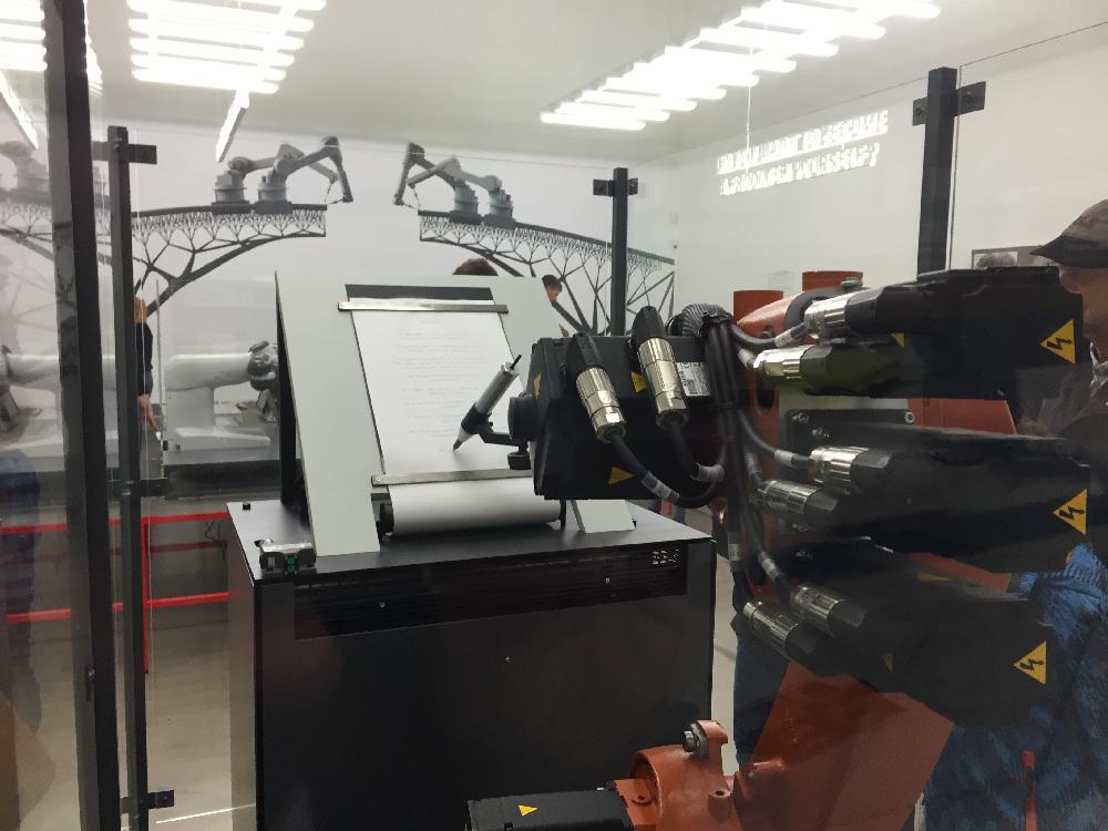 Roboter auf der Ausstellung Hello Robot bei Vitra