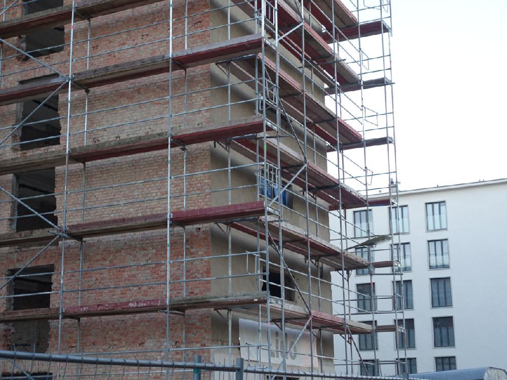 Gerüst auf der Baustelle in Prora