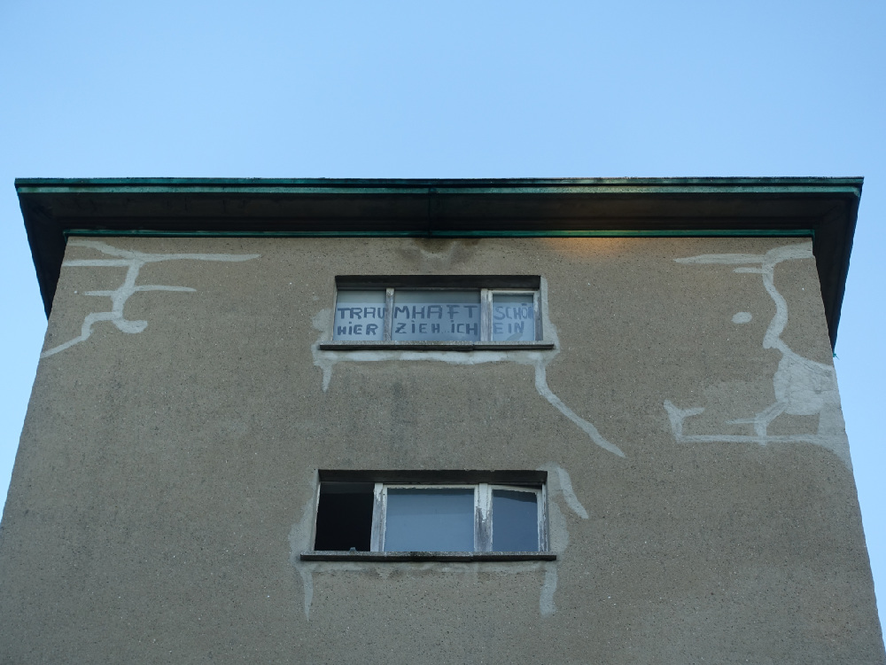 Transparent im Fenster in Prora