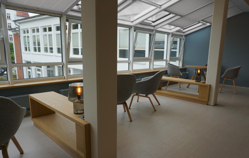 Möbeldesign für die Einrichtung der Touristeninformation im Ostseebad Binz
